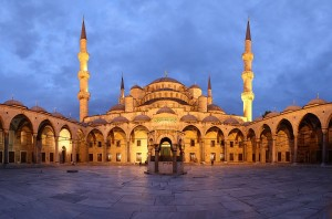 1200px-Blue_Mosque_Courtyard_Dusk_Wikimedia_Commons