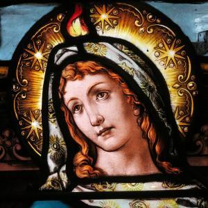 Saint_Joseph_Catholic_Church_(Somerset,_Ohio)_-_stained_glass_detail,_Virgin_Mary_on_Pentecost
