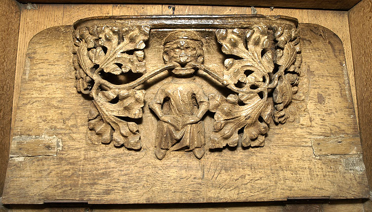 Description English: A photograph of a misericord in Southwell Minster, taken by myself in 2005. Date 20 November 2006 (original upload date) Source Transferred from en.wikipedia to Commons by Kurpfalzbilder.de using CommonsHelper. Author MedievalRich at English Wikipedia