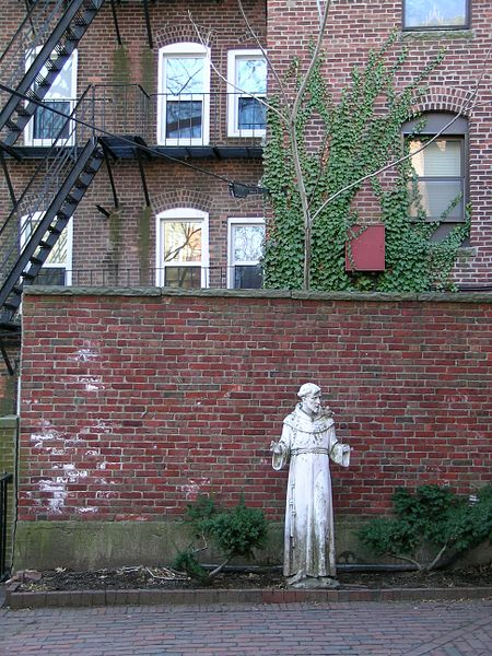Description English: This statue of Saint Francis of Assisi in the North End of Boston is indicative of the historically Roman Catholic nature of that neighborhood's Italian-American community. March 2008 photo by John Stephen Dwyer. Date	25 March 2008 (according to Exif data) Source	Own work Author	User:Boston (CC BY-SA 3.0)