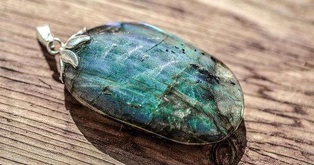 Labradorite Pendant helpful during Aquarius- CC0 Creative Commons - Pixabay