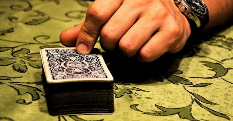 deck of cards, dealer tapping the deck