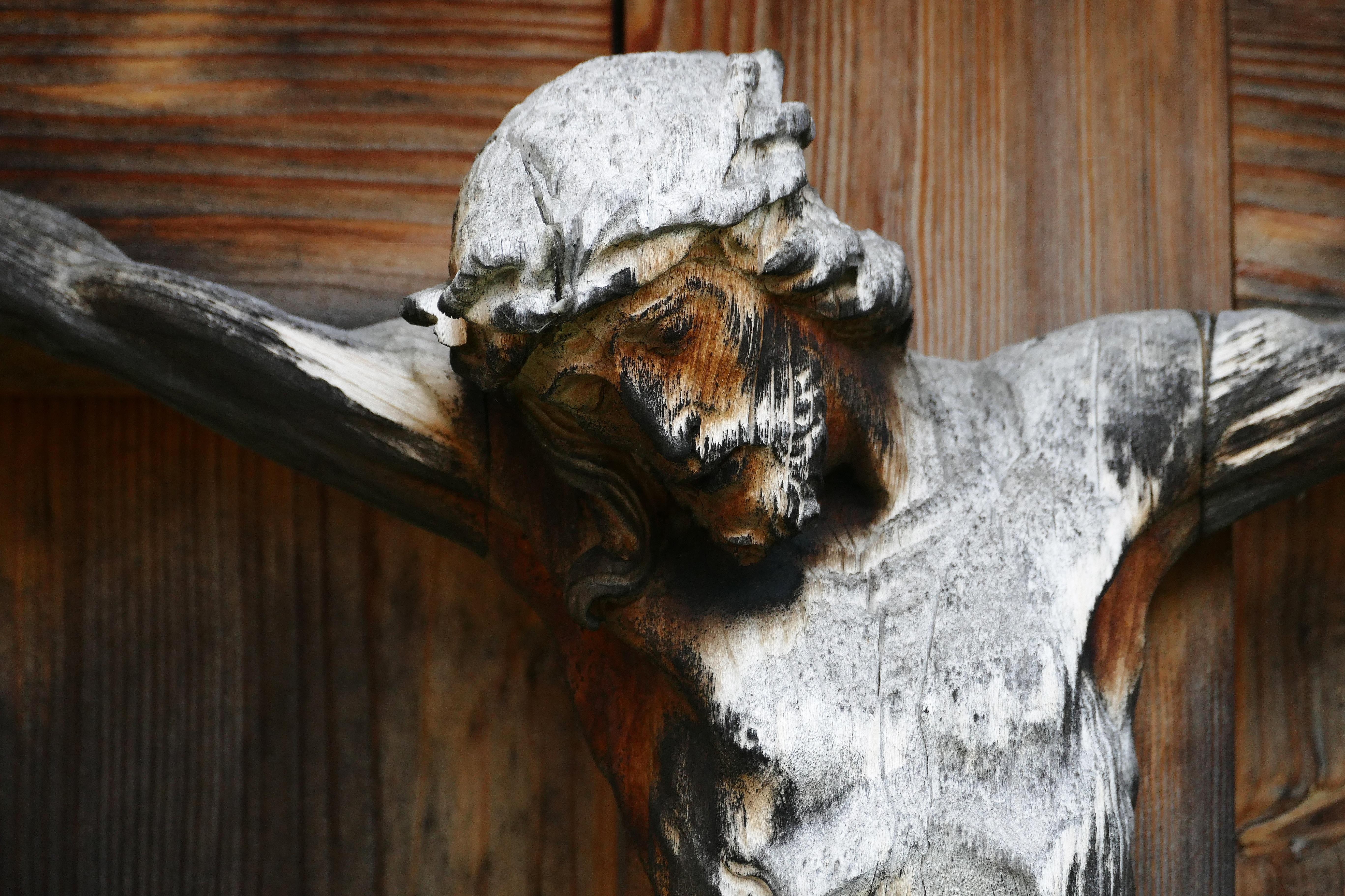 crucifix-1502352