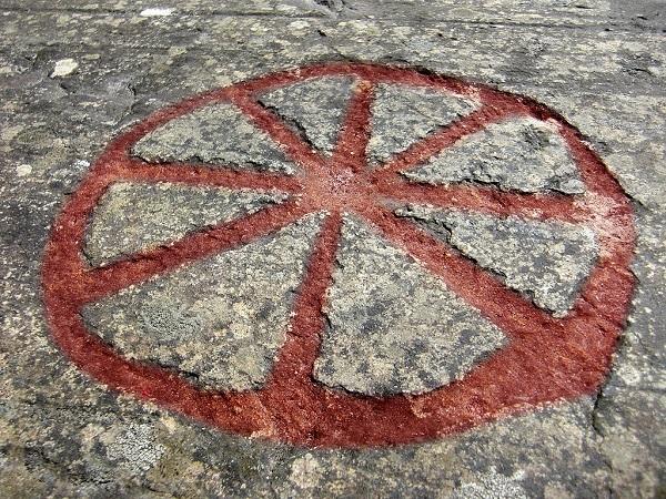 Eight Spoked Wheel Flyhov Rock.  Wikimedia Common Image.