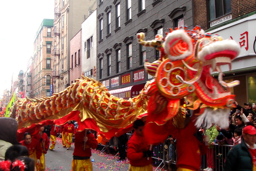 Chinese New Year's Parade; NYC - by Global Jet, February 10, 2008 (2256338278_03fa1cc8b6_b.jpg) (CC BY 2.0 [https://creativecommons.org/licenses/by/2.0/]), via Flickr