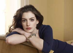 Anne Hathaway - by Horus Tr4n (7746497574_dd9e8b19e5_o.jpg) (CC BY 2.0 [https://creativecommons.org/licenses/by/2.0/]), via Flickr