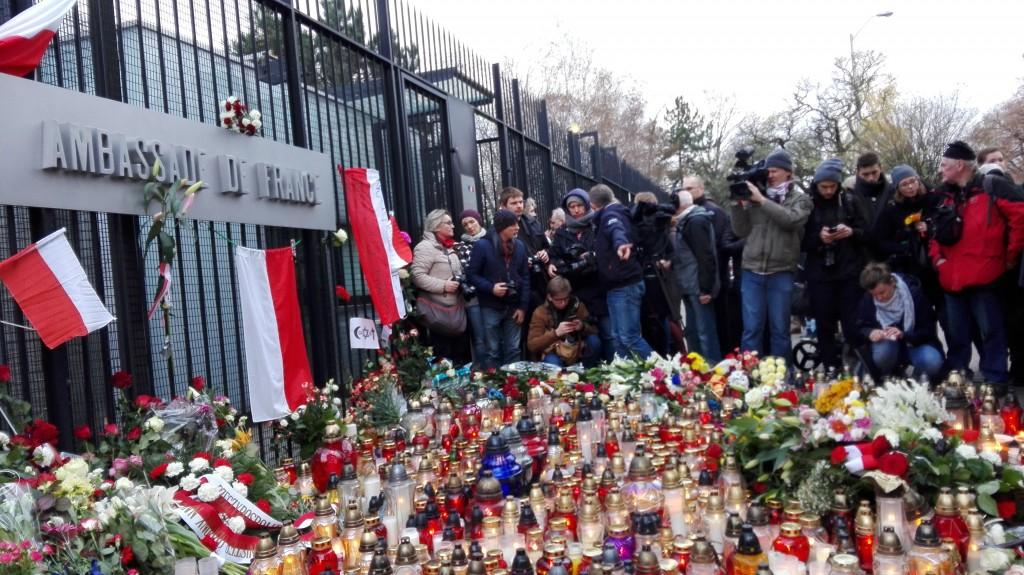 French Embassy in Warsaw on 2015-11-14, the day after the Paris attacks - by Halibutt (November_2015_Paris_attacks_-_French_Embassy_in_Warsaw_-_2015-11-14_-_2.jpg) [CC BY-SA 4.0 (https://creativecommons.org/licenses/by-sa/4.0/deed.en)], via Wikimedia Commons