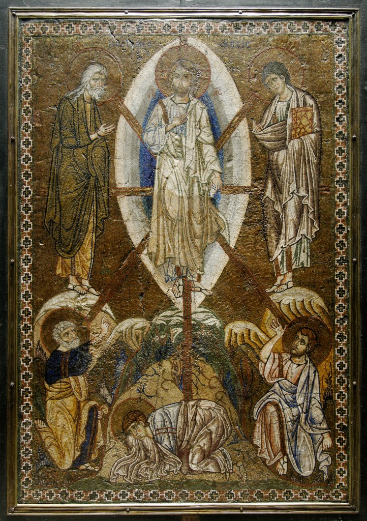 Portable icon with the Transfiguration of Christ, Byzantine artwork, collection of Ignazio Papé, Duca di Giampilieri, Palermo; collection of Léon Dufourny; collection of François Belloni 1852: purchased, Musée de Louvre - by Marie-Lan Nguyen (Transfiguration Christ Louvre ML145.jpg) [CC BY 2.5 (https://creativecommons.org/licenses/by/2.5/deed.en)], via Wikimedia Commons