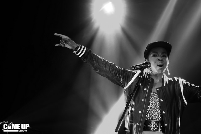 Lauryn Hill en concert le 21 juin 2014 à Toronto - by Eddy Rissling, 21 June 2014 (LaurynHill2014.jpg) (CC BY 2.0 [https://creativecommons.org/licenses/by/2.0/deed.en]), via Wikimedia Commons