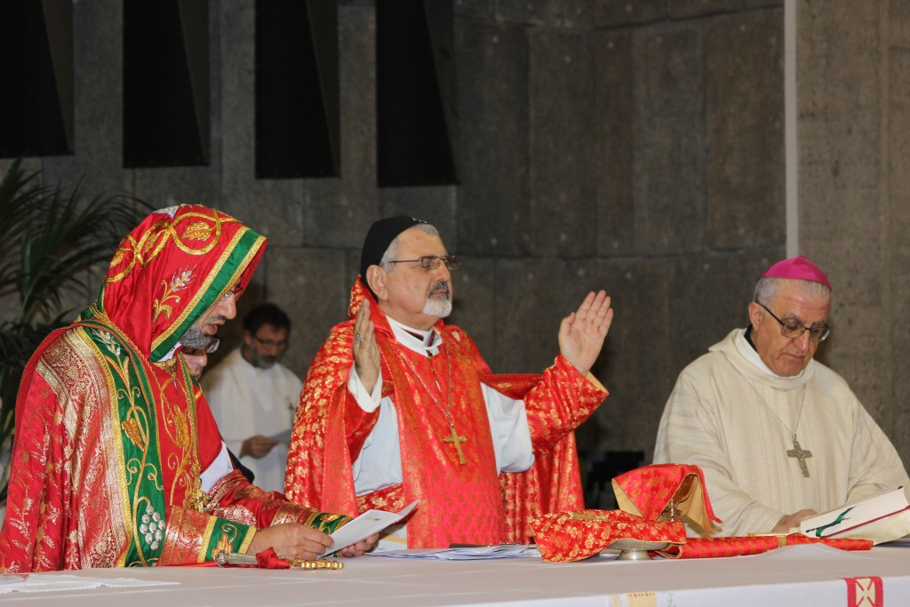 Divine liturgy celebrated by Syriac Catholic Patriarch Ignatius Joseph III Yonan (center), the Syriac Orthodox Bishop Nicholas Matti Abdulahad and the Chaldean Catholic Archbishop Yousif Thomas Mirkis, 19 April 2015 - by HazteOir.org (CC BY-SA 2.0 [https://creativecommons.org/licenses/by-sa/2.0/]), via Flickr
