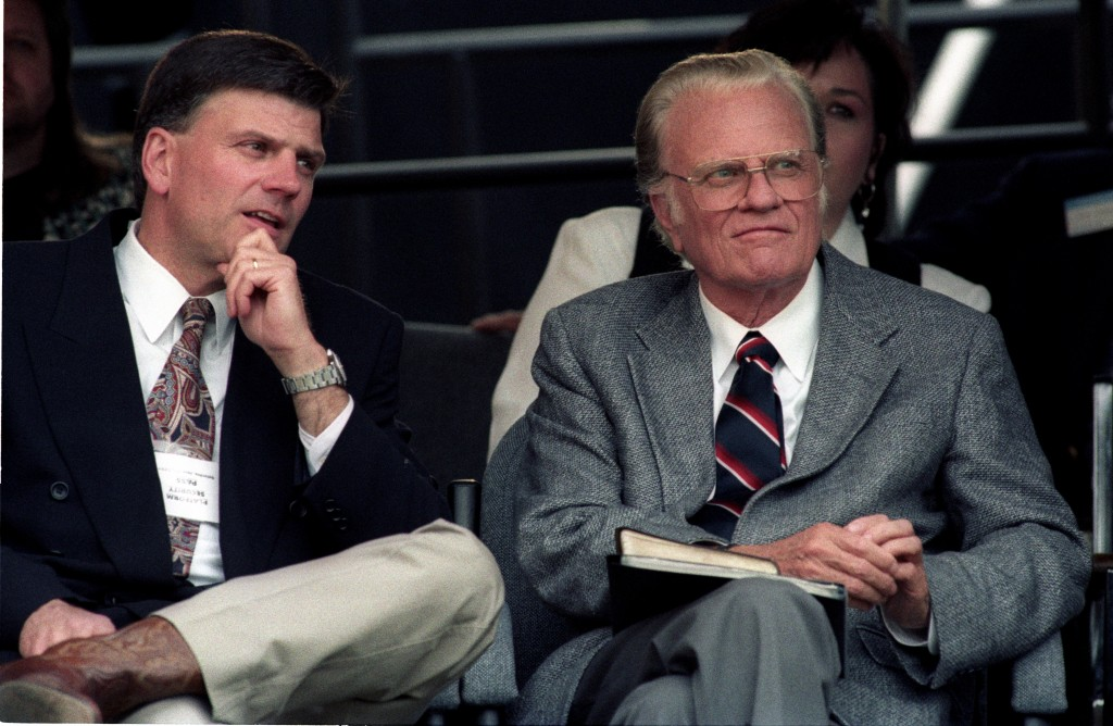 Franklin and Billy Graham, in Cleveland Stadium, in Cleveland Ohio, in June 1994 - by Paul M. Walsh (Billy_Graham.jpg) (CC BY-SA [https://creativecommons.org/licenses/by/2.0/deed.en]), via Wikimedia Commons