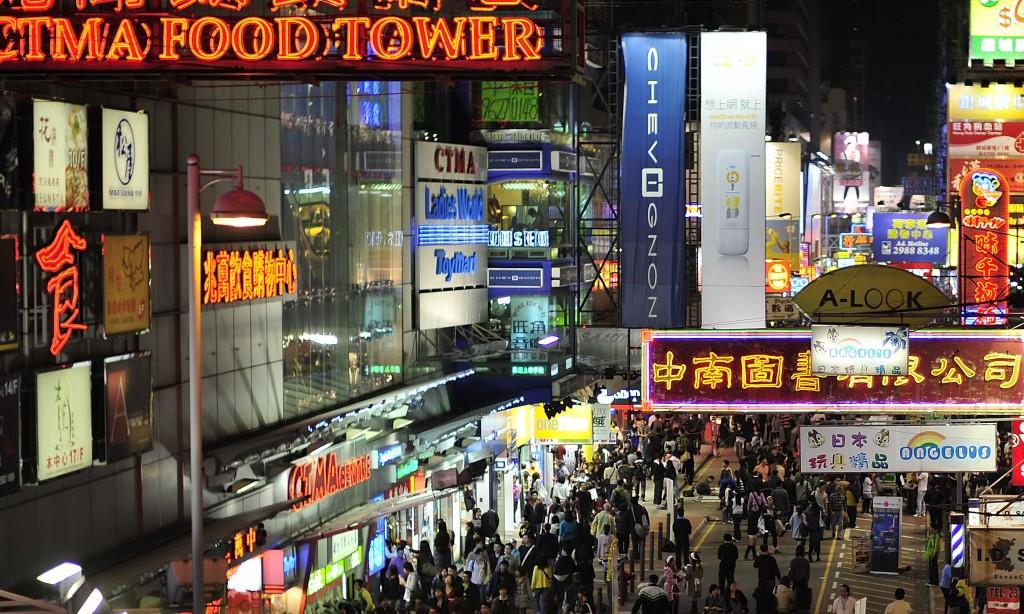 Mong Kok, Kowloon, Hong Kong - Noct-Nikkor 58/1.2 hand held - by David Yan, 6 Dec 2009 (4162932459_196c0a8f6f_o.jpg) (CC BY 2.0 [https://creativecommons.org/licenses/by/2.0/]), via Flickr