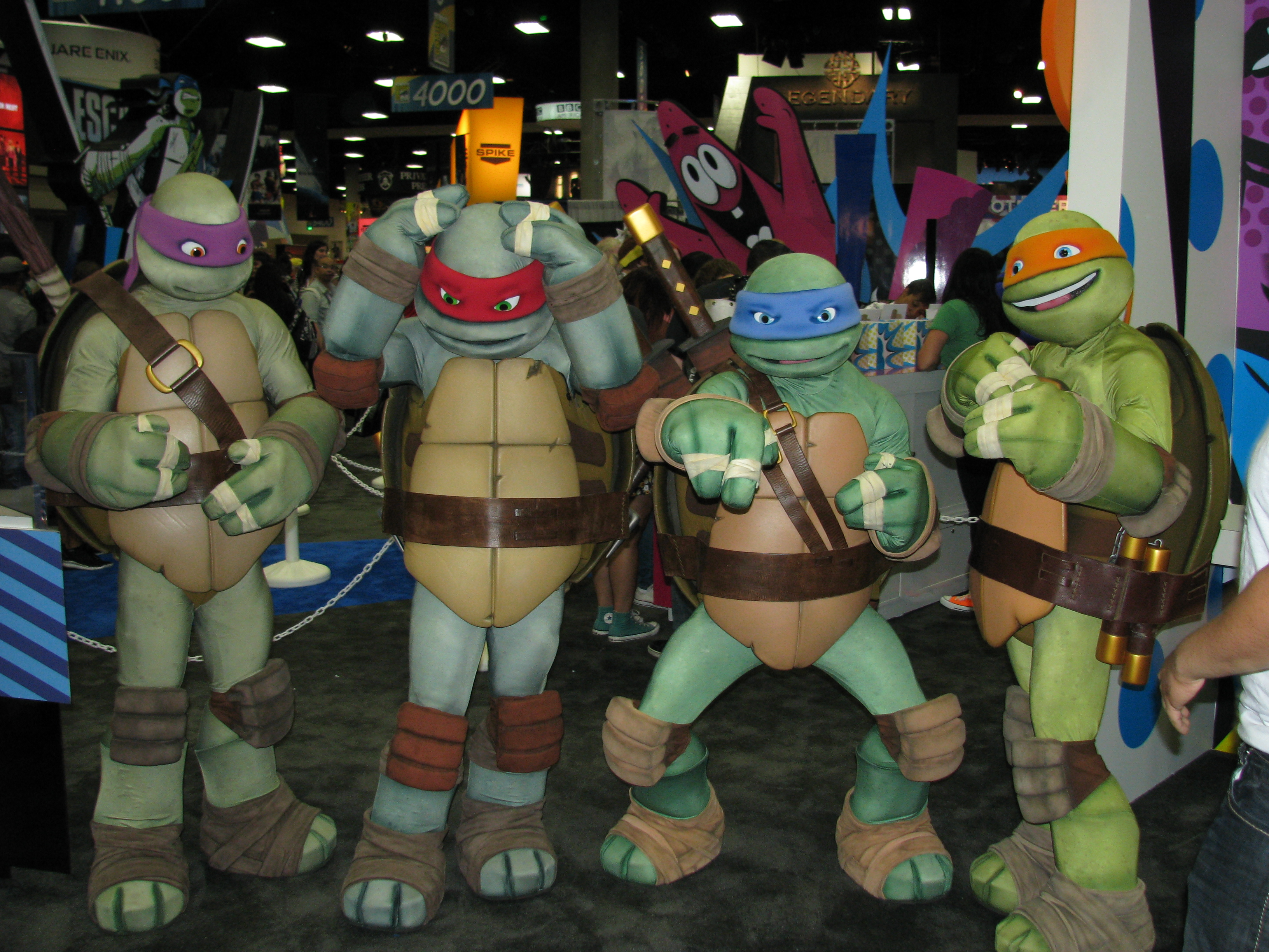 The entire TMNT at the Nickelodeon booth! - by SDCC13 - TMNT, Uploaded by daisydeee, William Tung from USA (SDCC13_-_TMNT_(9348046202).jpg) (CC BY-SA 2.0 [https://creativecommons.org/licenses/by-sa/2.0/deed.en]), via Wikimedia Commons