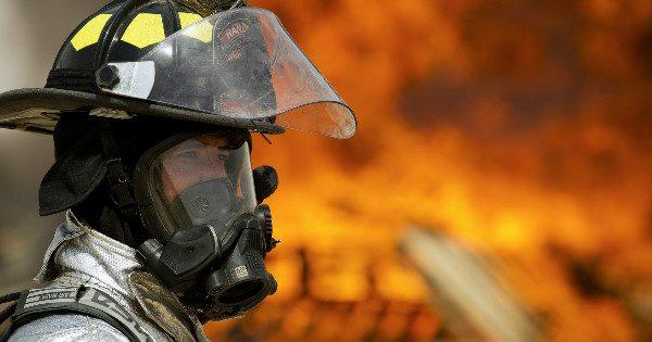 firefighter-660613_1920