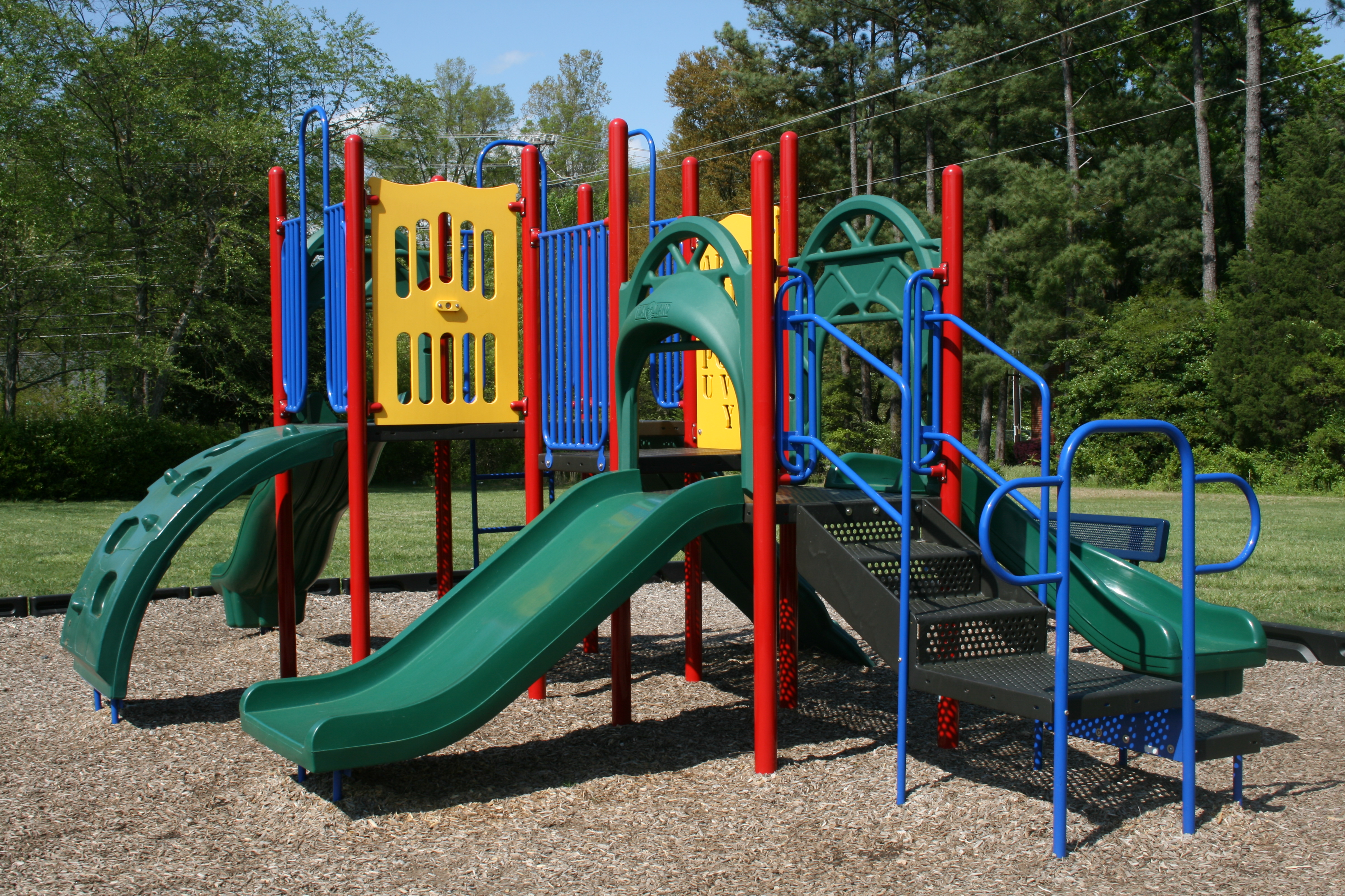 2009-04-21_Hampton_Forest_Apartment_Homes_playground