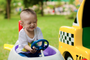 Young child driving pedal car (pixabay)