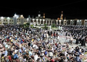 Iftar serving in the Imam Reza Shrine Credit: Mohammad Hossein Taaghi