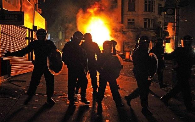 police-riots-3_1967420b