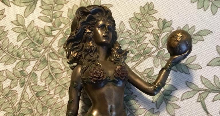 skinny gaia statue crop