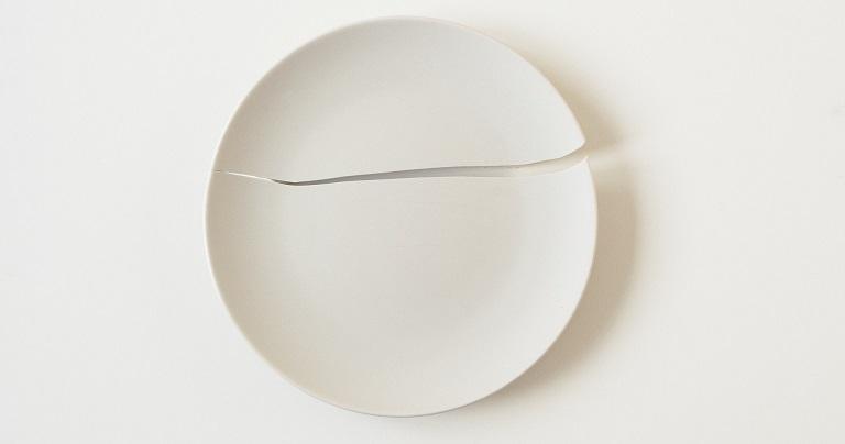 white fragility, white plate, broken white plate