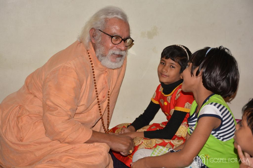home for girls rescued from the streets - KP Yohannan - Gospel for Asia