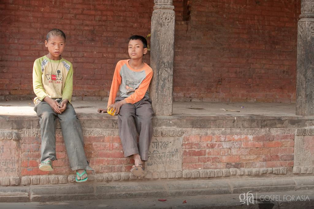 impoverished boys and girls wander the streets - KP Yohannan - Gospel for Asia