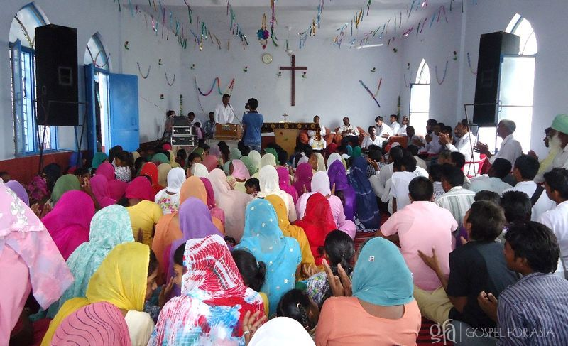 Pastor Jagat and his congregation - KP Yohannan - Gospel for Asia