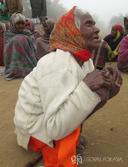 old woman who received a blanket - KP Yohannan - Gospel for Asia