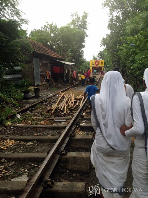 Sisters of Compassion serving in the slum - KP Yohannan - Gospel for Asia