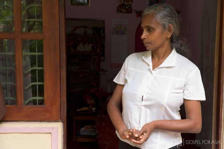 A mother in Sri Lanka - KP Yohannan - Gospel for Asia