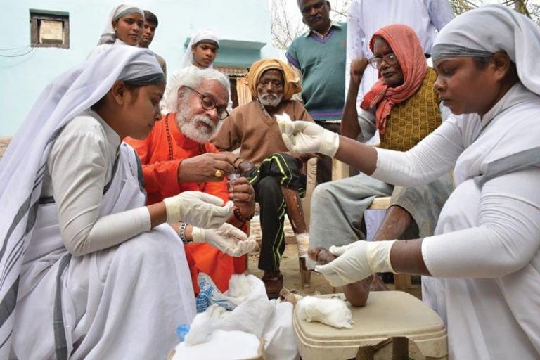 Sisters of Compassion to clean the wounds of leprosy patients - KP Yohannan - Gospel for Asia