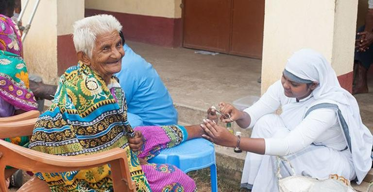 GFA-supported national worker provides medical care to a leprosy patient.