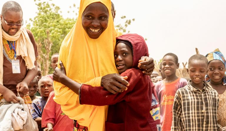 This mother is hugging her 7-year-old daughter Daoussiya tightly with a smile full of joy. This is the first time she has seen Daoussiya in four months. The young girl left home with her father to beg in Algeria as a means of living, against the mother's will. She was caught by police during a migrant round up and was re-united with her mother in Niger. © UNICEF / Gilbertson