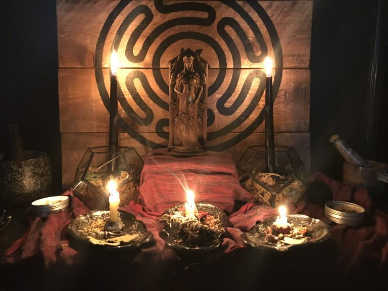 Example of how to set up an altar for Hecate