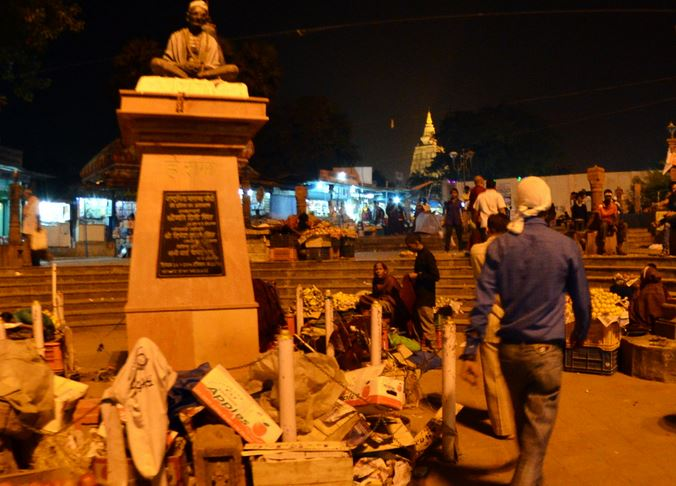 2 gandhi statue and market