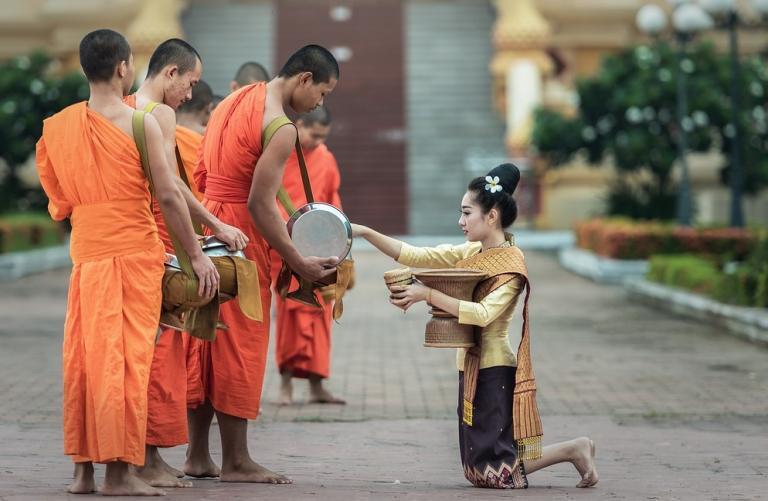 monks-1822571_1280