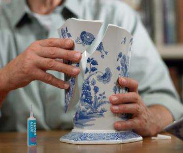 repairing vase