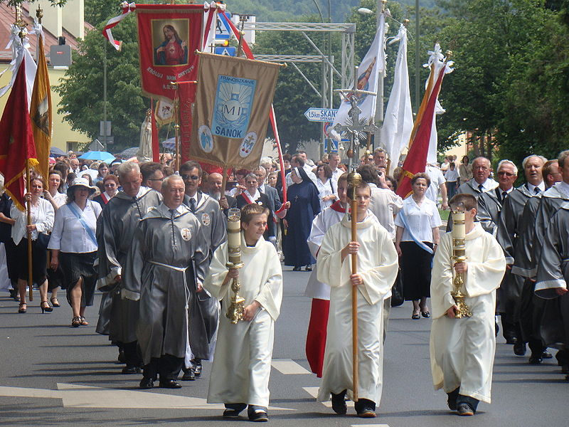 (A Corpus Christi procession in Sanok from Wikipedia Commons)