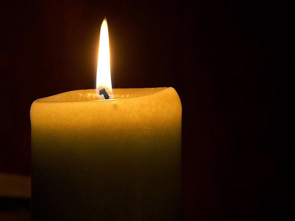 1024px-Candle_flame_(1)