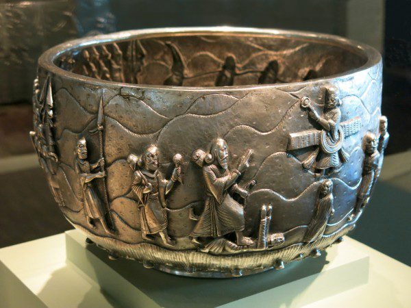 The bowl depicts the victory of the Zoroastrian Emperor Darius (550-486 BCE), with Ahura Mazda appearing as a presence near and above the emperor. The bowl was made in Burma around 1875-1900 and is now at the Asian Art Museum in San Francisco (accession no. 2009.25).