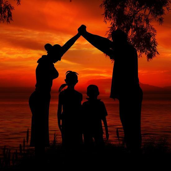 family-1466260_1920
