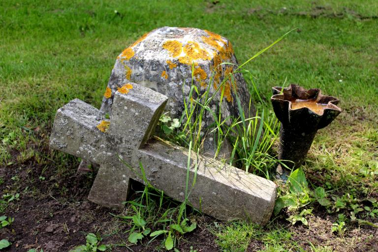 Broken cross off gravestone CC0