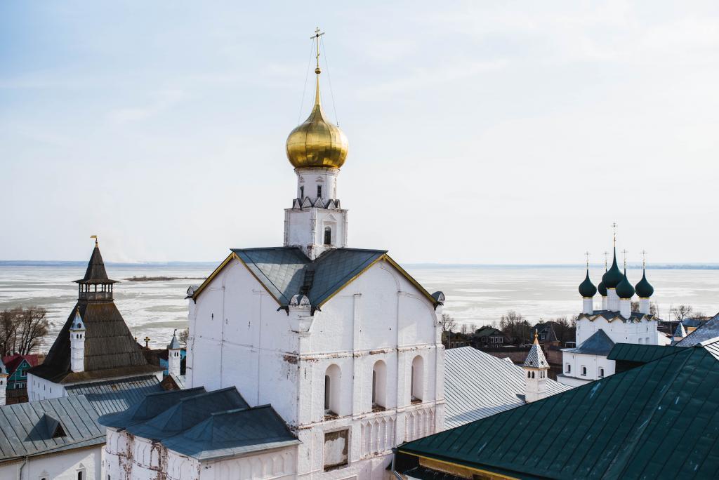 2 Orthodox churches (Aurelien Romain on Unsplash)
