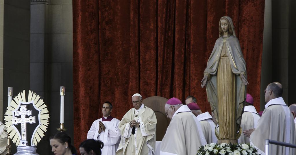 Pope Francis during the Canonization of Junipero Serra (Fr. Lawrence Lew, OP CC BY-NC-ND 2.0 https://www.flickr.com/photos/paullew/21651761466/)