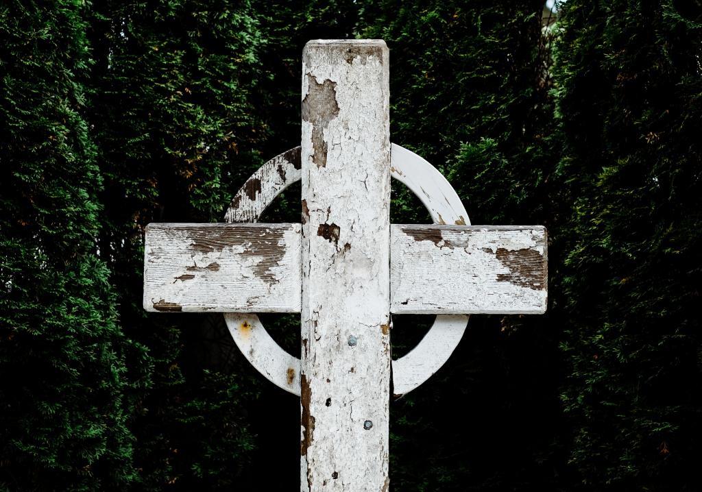 Cross with paint chipping (CC0 Josh Applegate on Unsplash)