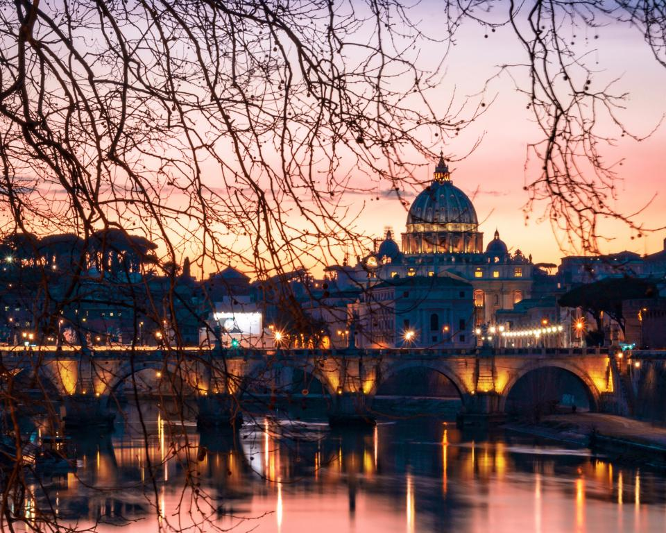 St Peter's from across the River at sunset(CC0 John Rodenn Castillo on Unsplash)