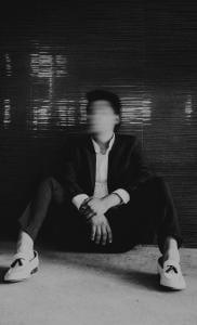 Blurred malle face seated (Jesús Rocha, Unsplash CC0)