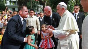 Pope Francis with children at the Malacañan Palace January 16, 2015