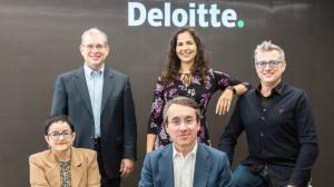 Monserrat Medina with her Deloitte Partners (from Religión en Libertad)