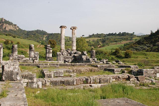 640px-Temple_of_Artemis_Sardis_Turkey4